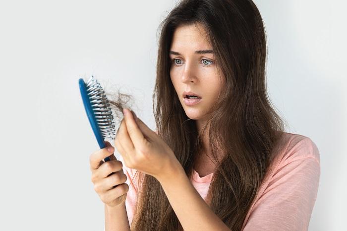 Saç Dökülmesini Tedavi Etmek İçin Doğal Tedavi Yöntemleri