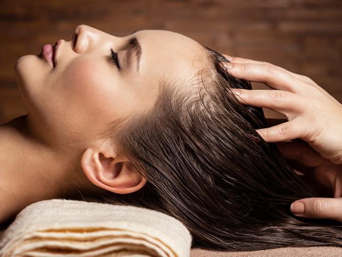 Yağlı Saçlardan Kurtulmanın 7 Yolu