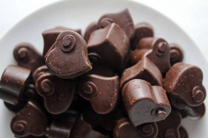 Bitter Çikolata Tarifi Kalıptan Çıkarın